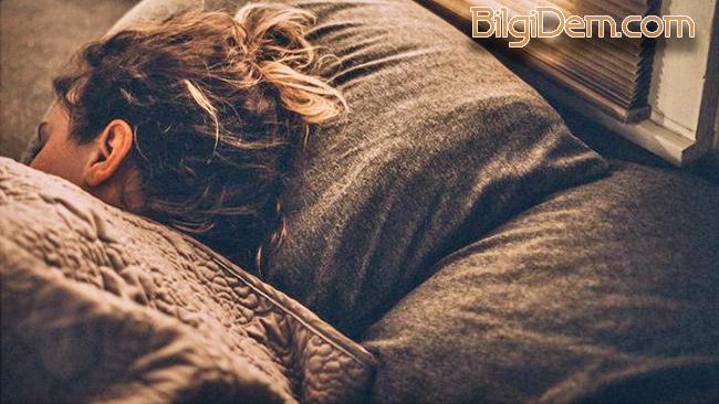 Islak Saçla Uyumanın Zararları – Islak Saç İle Neden Uyunmaz